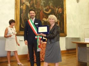 Else Bianchi - På billedet får jeg overdraget en præmie, for min lange erfaring som lokalguide i Rom